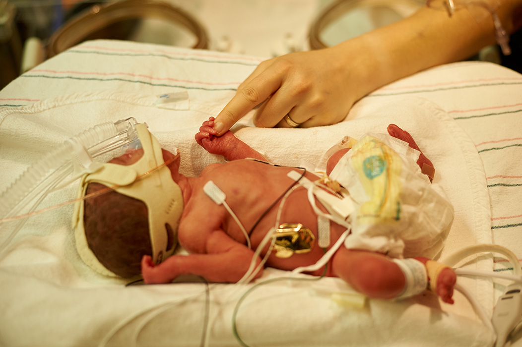 newborn photos in the NICU